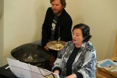 Matthias Meusburger, Perkussion; Karin Fend, Piano und musikalische Leitung.