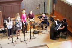 Die Crossoverband unter der Leitung von Karin Fend (am Piano)