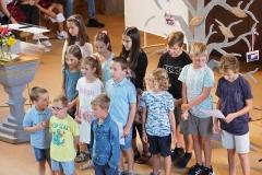 Die Fritigstreffkinder bei der Einweihung des Gemeindebaums, Sonntag, 23. August 2020, evang. Kirche Diepoldsau