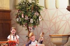 Musikalische Bereicherung durch zwei Fritigstreff-Kinder.