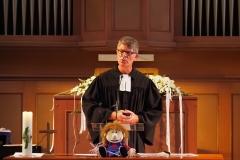 Pfarrer Andreas Brändle bei der Predigt.