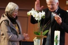 Kivo-Präsident Thomas Widmer dankt Bärbel Kuster für ihr jahrelanges Engagement für den Kirchenkaffee - das hoffentlich noch lange weiterdauert.