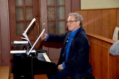 Dirigent Klaus Roggors. Bild: Monika von der Linden