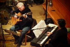 Von links: Thomas Ruez, Gitarre; Karin Fend, Keyboard und musikalische Leitung