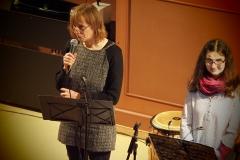 Von links: Pfarrerin Silke Dohrmann, Ruth Eggenberger (Gesang)
