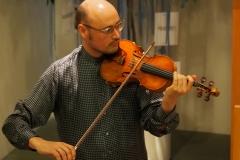 Der Violonist und Sänger Lukas Diblik erfreute mit seinem Gesang und Violinspiel.